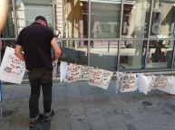 Les sérigraphies deLa Main Noire sèche dansla rue !